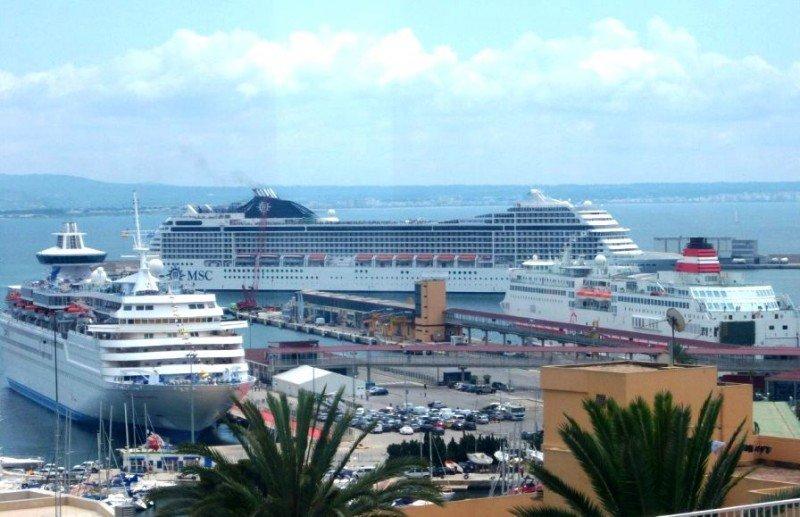 En el caso de Baleares, el segundo destino de cruceros de España, la caída del tráfico en 2012 fue del 21,39% (en la foto, el Puerto de Palma de Mallorca),
