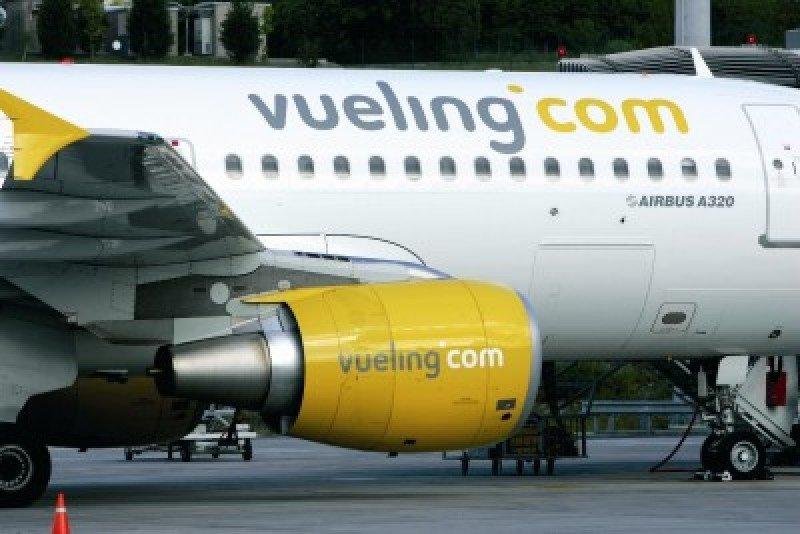 Accionistas de Vueling creen que la oferta de IAG está por debajo del precio de mercado
