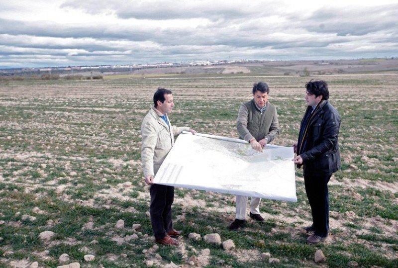 Ignacio González, presidente de la Comunidad de Madrid, en una visita reciente a los terrenos de Alcorcón donde se ubicará el macrocomplejo Eurovegas.