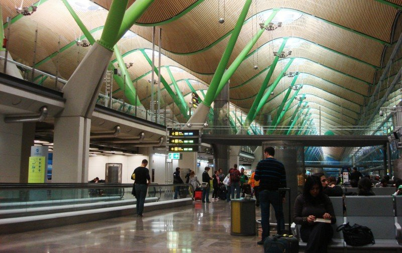 Madrid Barajas, aunque se mantiene como el primer aeropuerto de España en términos de tráfico, el número de sus usuarios se ha reducido en más de 400.000.