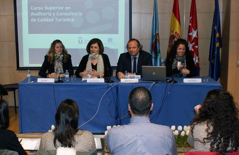 Presentación del curso por parte de los profesores responsables así como la decana, Catalina Vacas y el presidente del ICTE, Miguel Mirones.