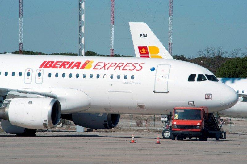 Iberia Express, obligada a cancelar 96 vuelos por la huelga en Iberia