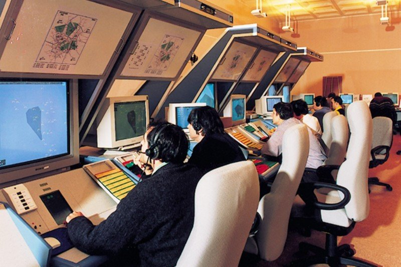 Proceso de amparo contra Fomento y Aena para que entreguen documentos demostrativos de que cumplieron con la normativa para modificar la jornada laboral a los controladores aéreos.