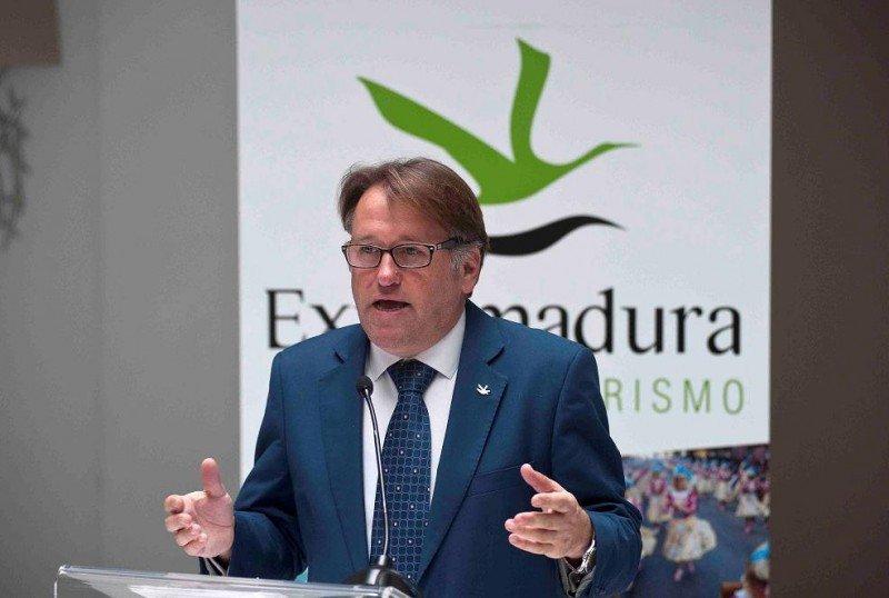 El consejero de Turismo de Extremadura, Víctor del Moral, durante la presentación del destino en Madrid.