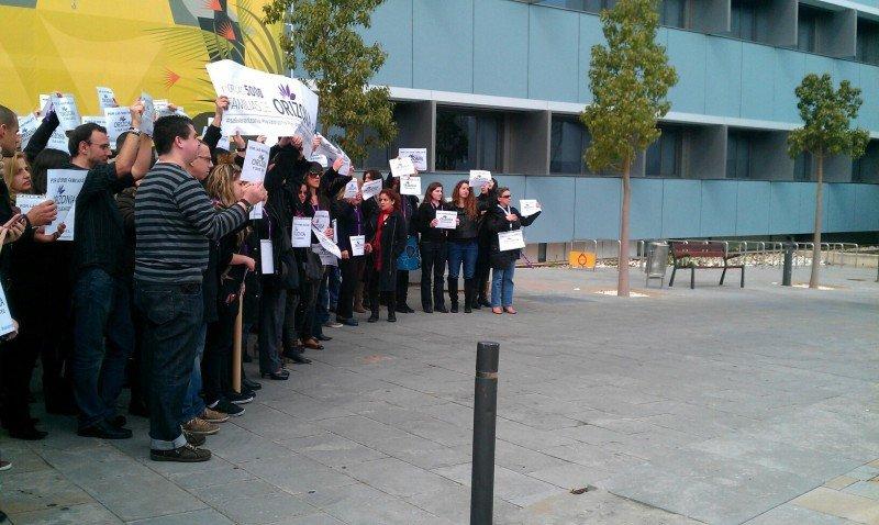 Empleados de Orizonia manifestándose en la sede de Alcobendas (Madrid).
