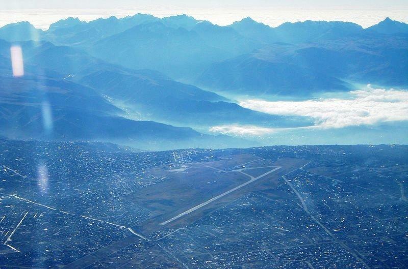 Vista aérea del Aeropuerto Internacional de El Alto, en la ciudad del mismo nombre, sirve a La Paz, capital boliviana. Se ubica a una altura de 4.061 metros.