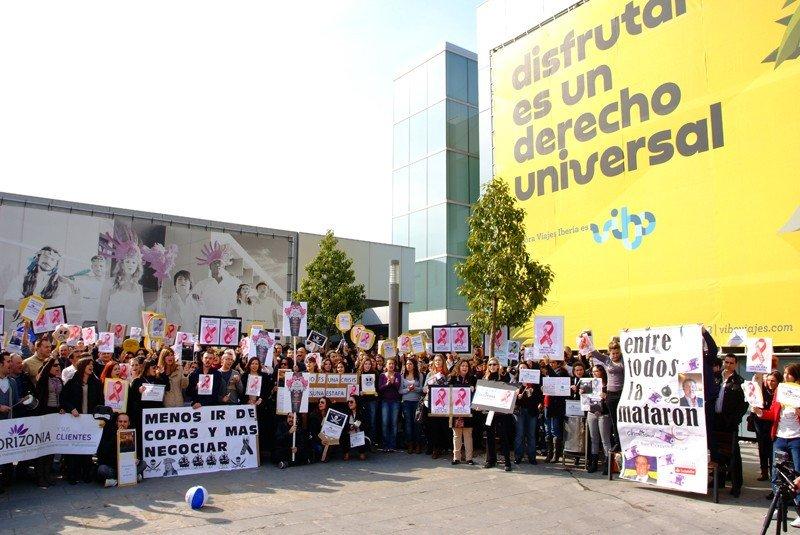 Manifestación de los empleados de Orizonia, en la tarde de este miércoles, en la sede de Palma.