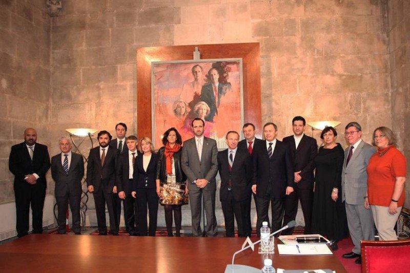 Isabel Borrego y José Ramón Bauzà, con los representantes de los turoperadores rusos con los que se han reunido.