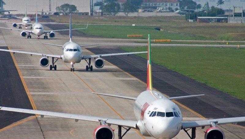 Aviones preparadpos para despegar del Aeropuerto de Río de Janeiro.