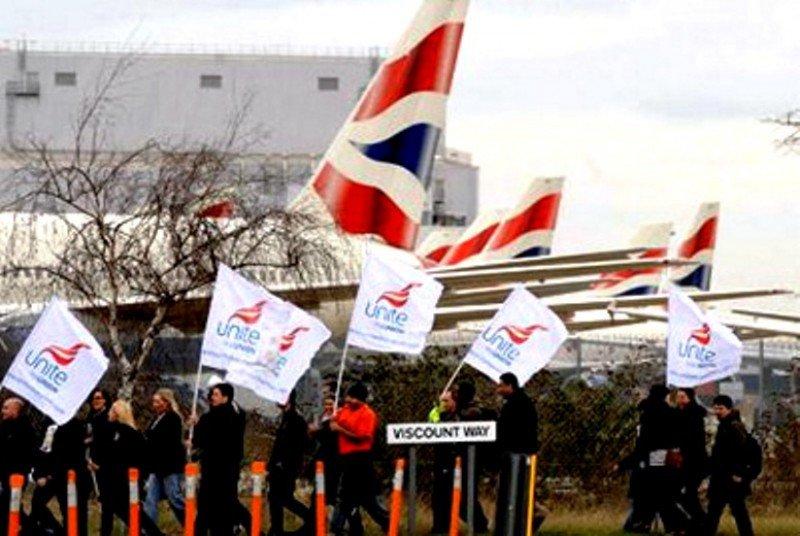 Tripulantes de British Airways acompañarán al personal de Iberia en la huelga el lunes (Foto de archivo, protestas de los TCP británicos durante las huelgas en BA de agosto de 2010).