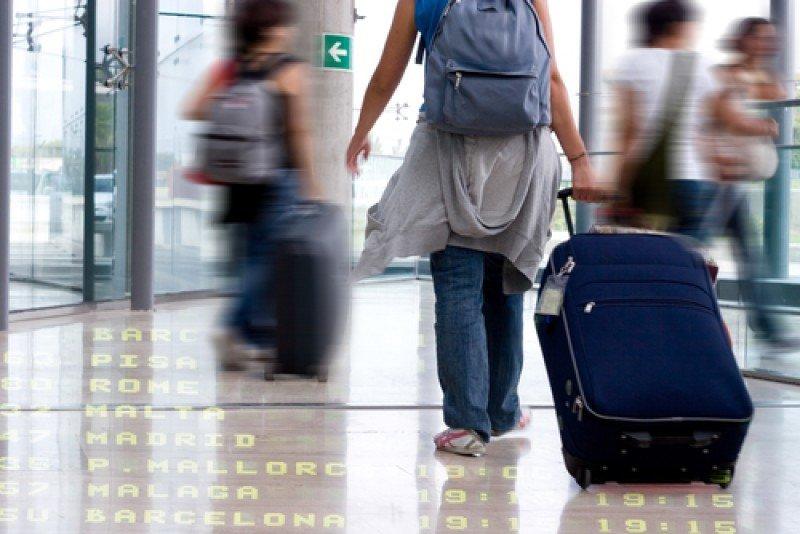 Viajeros en el aeropuerto. #shu#