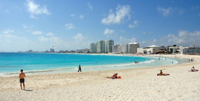 Cancún espera 60.000 'spring breakers' y refuerza la vigilancia. #shu#