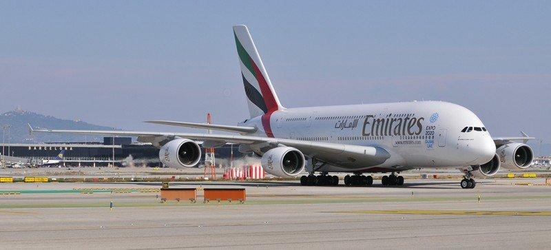 El A380 de Emirates, en el aeropuerto de Barcelona.