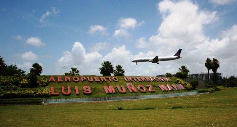 Gobierno y sindicatos discuten contrato del aeropuerto Luis Muñoz Marin.