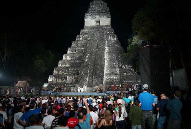 La celebraciones del fin de la era maya atrajeron miles de visitantes