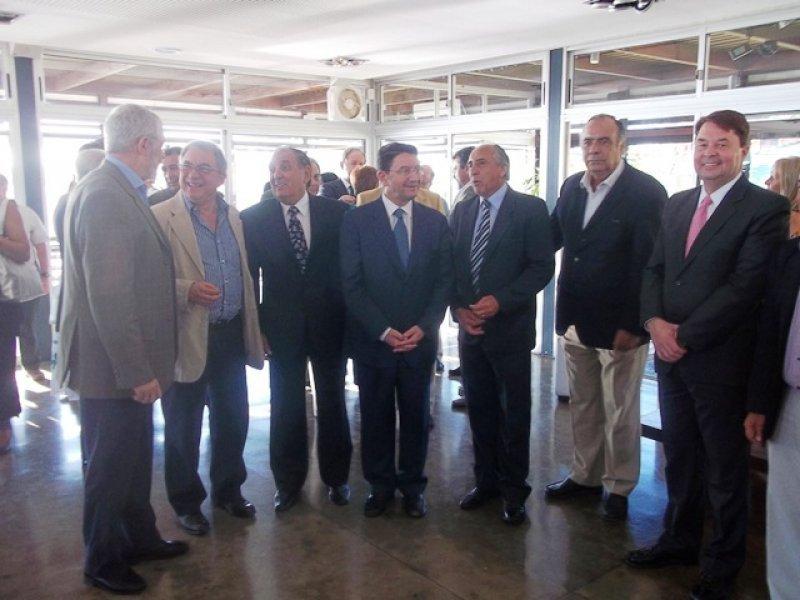 Taleb Rifai junto a empresarios y autoridades