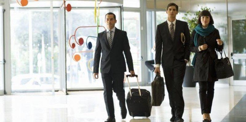 Viajeros de negocios: piden puntualidad en aerolíneas e internet gratis en los hoteles.