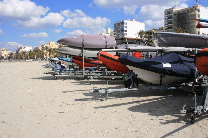 Training Camps da asimismo trabajo a empresas de alquiler de embarcaciones de apoyo. (Fotografía de Tomeu Bibiloni).