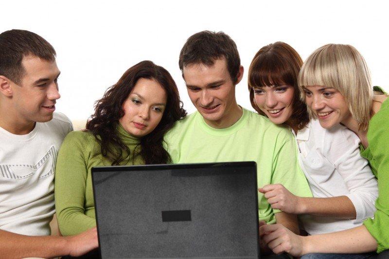 Este año pasaremos más del 50% de nuestro tiempo libre frente a un ordenador, según Deloitte.