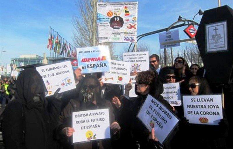 Sindicatos amenazan con huelga indefinida si Iberia ejecuta los despidos antes de un acuerdo