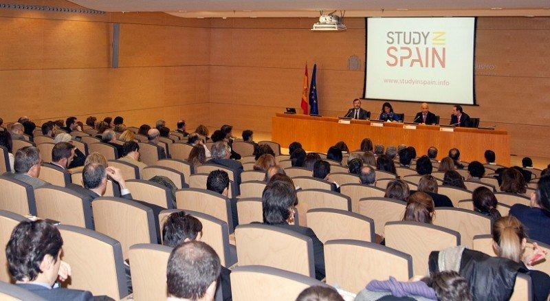 España recibió 936.000 extranjeros por su oferta educativa.