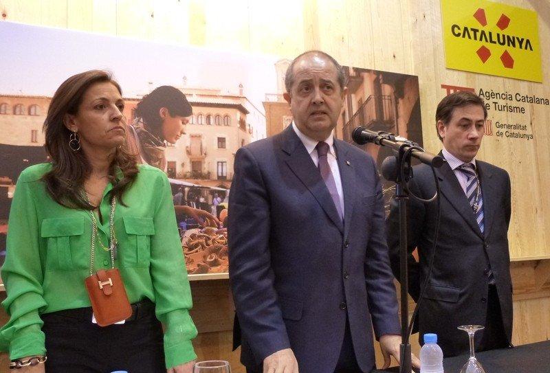 La directora general de Turismo de Cataluña, Marián Muro; el consejero de Empresa, Felip Puig; y el director de la Agencia Catalana de Turismo, Xavier Espasa, en Fitur 2013.
