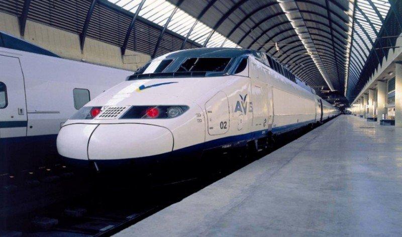 Renfe promociona la Fallas de Valencia para llevar en sus trenes AVE a los asistentes.