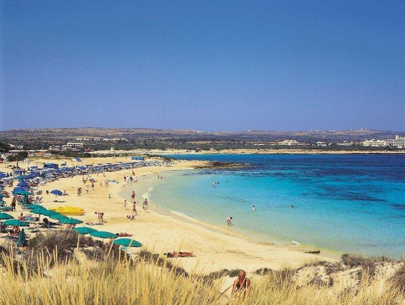 Una playa de Chipre. A este país viajaron 2,46 millones de turistas en 2012.