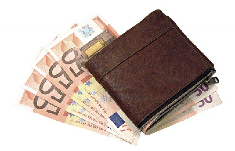 El gobierno británico recomienda llevar llevar libras esterlinas o euros de más si se viaja a Chipre.#shu#