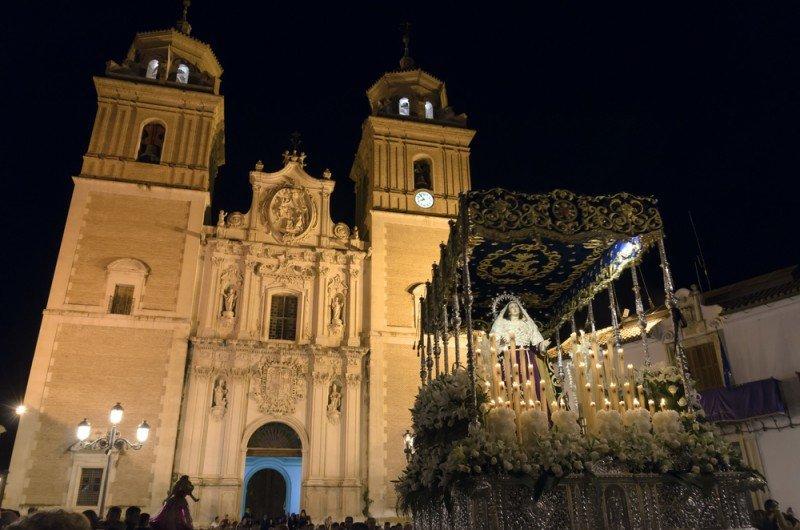 Los españoles viajarán y gastarán menos esta Semana Santa. #shu#