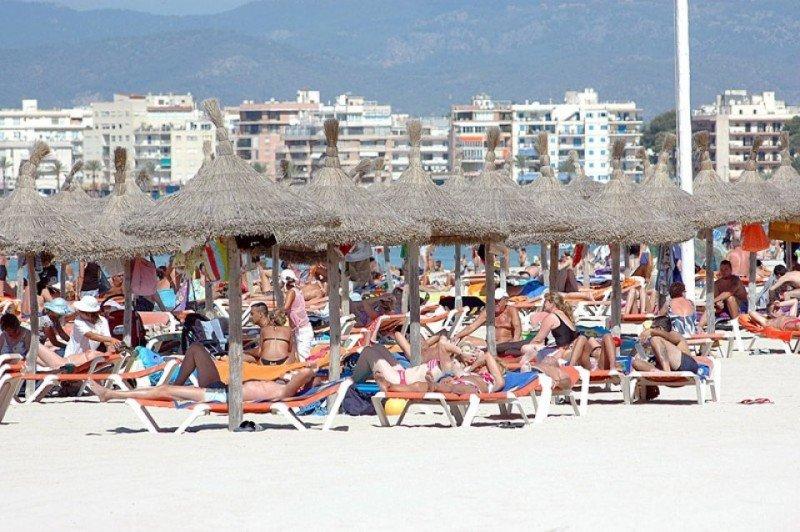 El turista nacional opta mayoritariamente por quedarse esta Semana Santa en España y mantener su presupuesto.