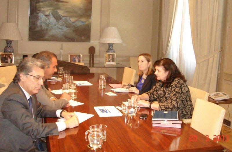 Rafael Gallego, presidente de CEAV; Martín Sarrate, vicepresidente  económico financiero de CEAV; Ana María Pastor, ministra de Fomento y Carmen  Librero, secretaria General de Transportes.