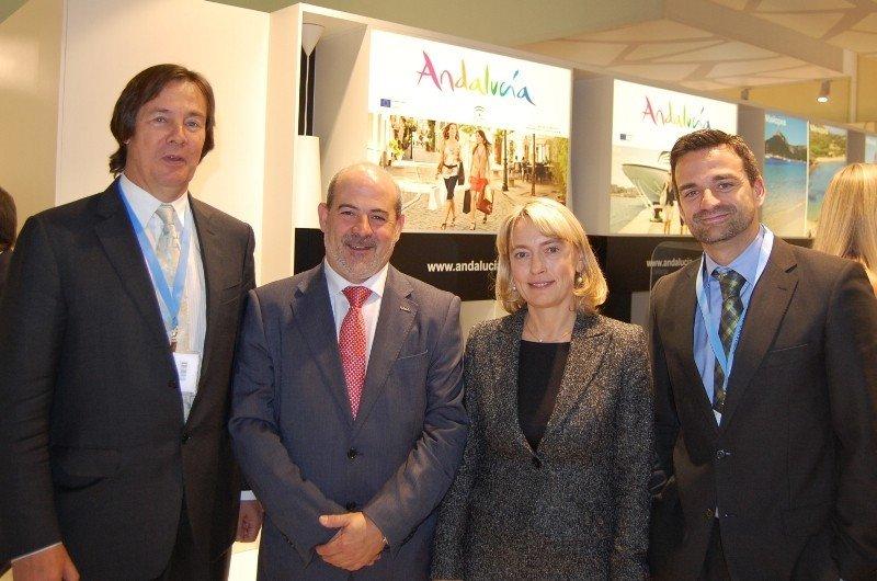 Los representantes de la Junta de Andalucía, con los directivos de Natalie Tours, en la feria MITT 2013 esta semana.