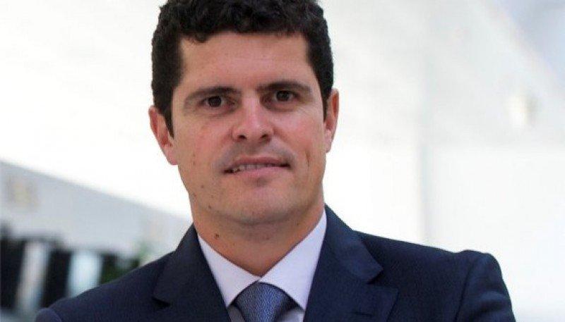 Santiago Yus Sáenz de Cenzano pasa de la dirección del Aeropuerto de Almería a ocuparse de la gestión del Aeropuerto de Tenerife Sur.