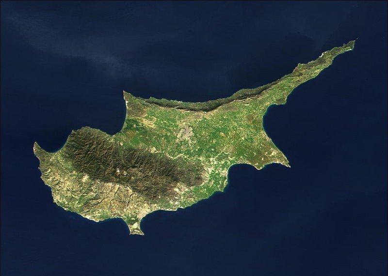 Acuerdan el rescate a Chipre a borde de la bancarrota.