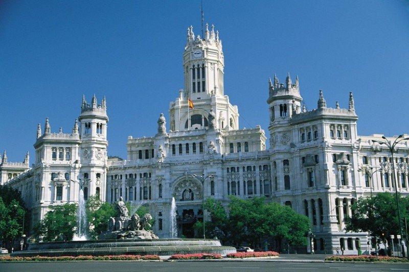 Madrid ultima un decreto para solucionar ilegalidad en apartamentos turísticos.