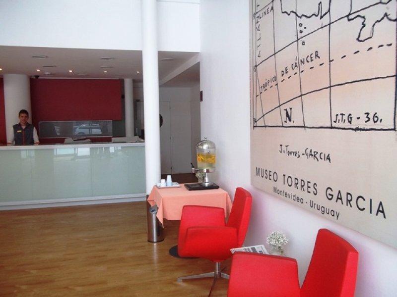 Recepción del InterCity Premium Montevideo, en Punta Carretas
