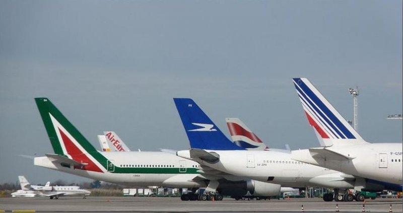 Compañías aéreas no podrán vender pasajes en dólares en Argentina.