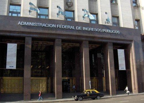 AFIP investiga a financiera por compra anticipada de paquetes turísticos en el exterior.