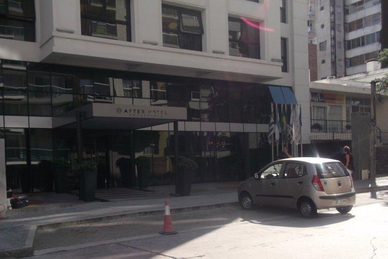 El hotel After y su dársena, en la calle Arturo Prat