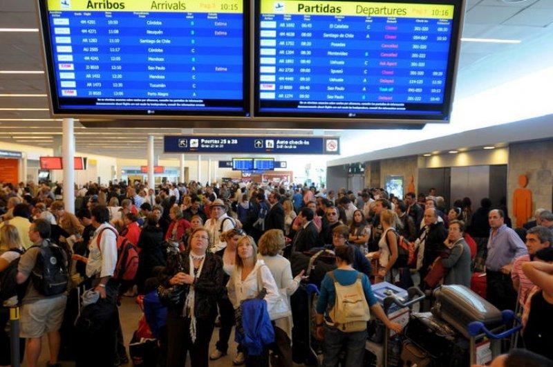 La póliza cubre a los pasajeros de posibles cancelaciones de vuelos o quiebras de compañías aéreas.