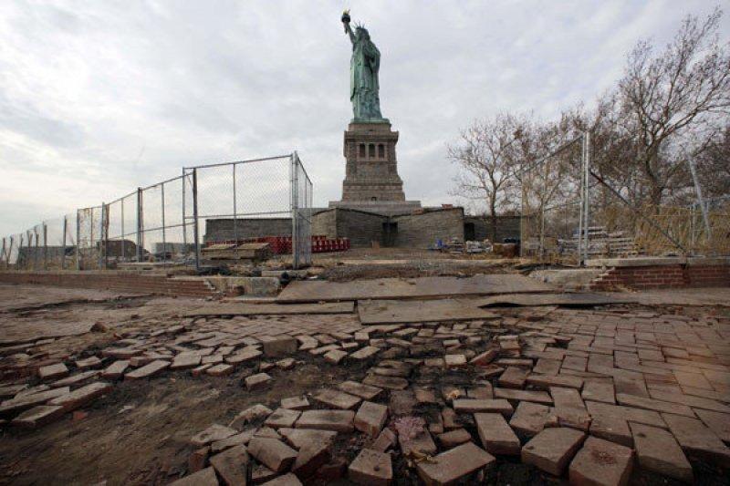 Daños en la estatua de la Libertad tras el paso del huracán Sandy. Foto: New York Daily News
