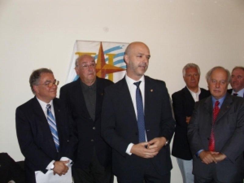 Carámbula y miembros de la Cámara en el homenaje a Amestoy