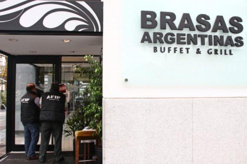 Clausuran restaurante en Puerto Madero por evadir impuestos por US$ 1,37 millones.