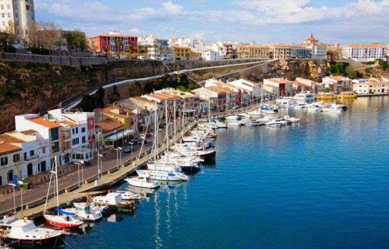 Suspenden dragado del Puerto de Maó por orden de la Fiscalía afectando la llegada de buques