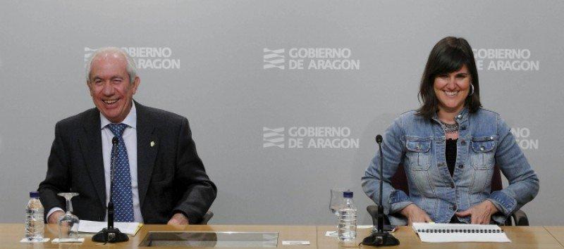 El consejero de Economía y Empleo del Gobierno de Aragón, Francisco Bono, y la directora general de Turismo, Elena Allué.