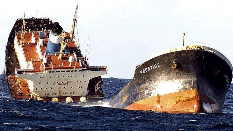 El Prestige hizo perder 100 M € al turismo de Las Landas, en Francia. Imagen: rtve.