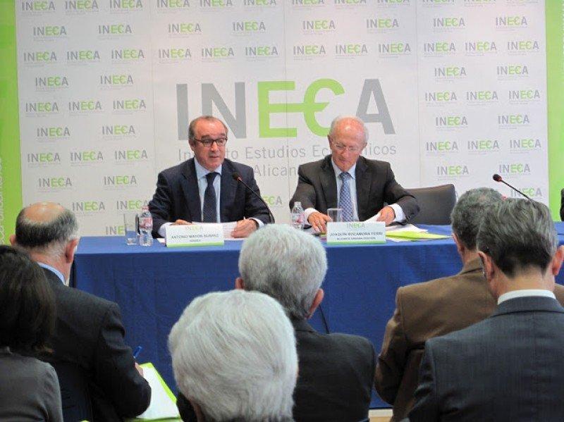 El presidente de HOSBEC, Antonio Mayor, en el transcurso de su presentación.