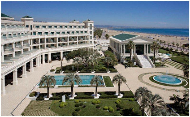 Hotel Balneario Las Arenas, en la playa de Malvarosa, Valencia, donde se celebrará el CIT. El 18 de abril la conferencia tendrá lugar en Benidorm, en la sede del INVATTUR.