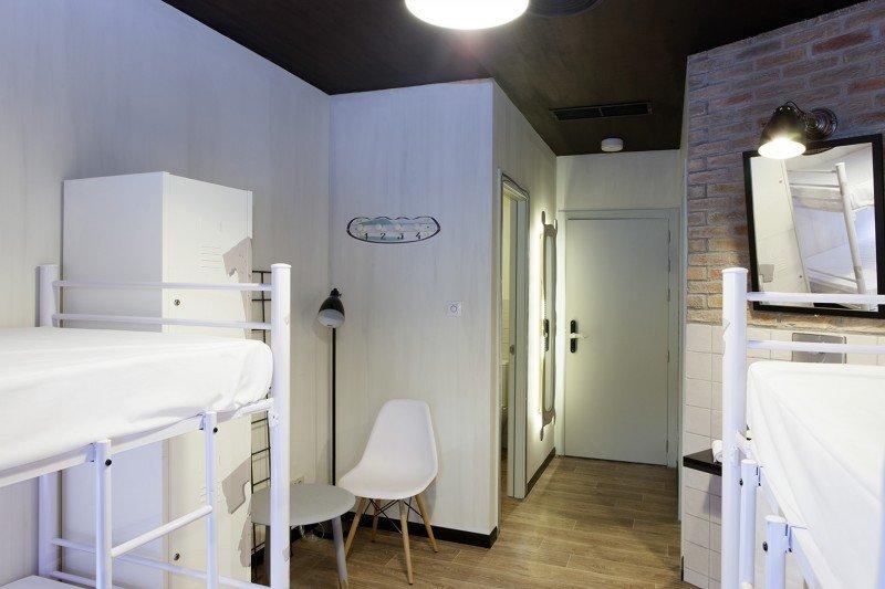 El nuevo hostel cuenta con 21 habitaciones en diferentes tipologías, de ocupación doble, cuádruple, séxtuple y óctuple.